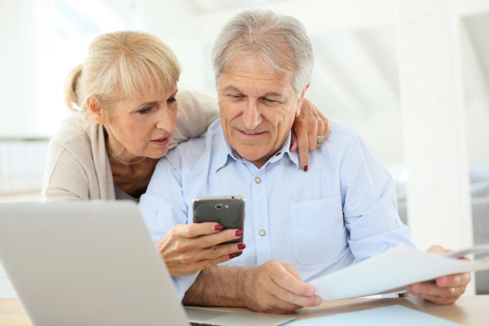Tablet älter Menschen 207095311